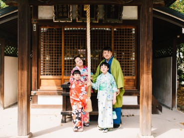 Family Outdoor Kimono Photo Session in Osaka